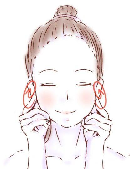 耳たぶを触る女性